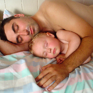 Met je kindje samen slapen? (de voor- en nadelen)